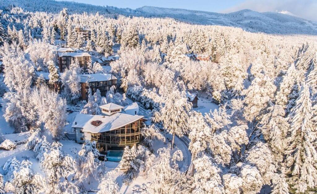 Design Suites Hoteis em Bariloche 4 estreas vista aerea neve