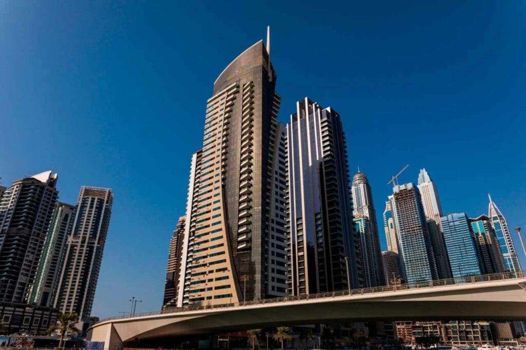 Que país fica a Dubai?
