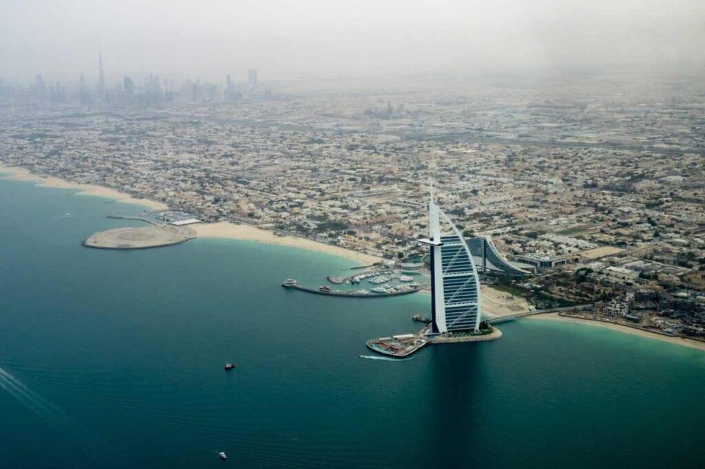 Qual o mar de Dubai?