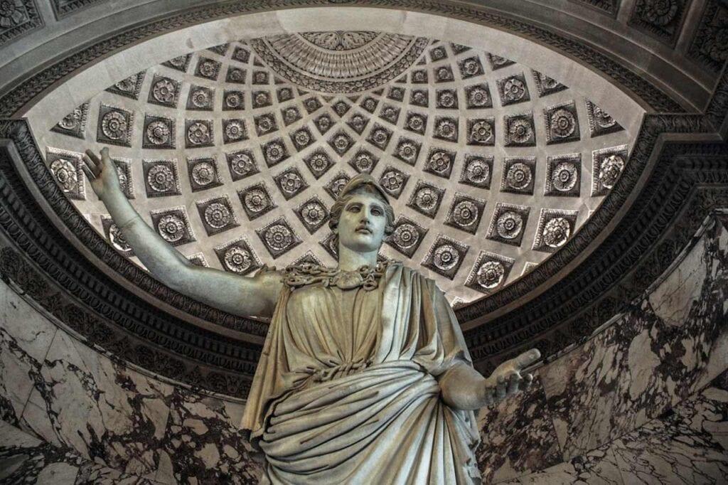 Pontos turísticos de Paris: Louvre