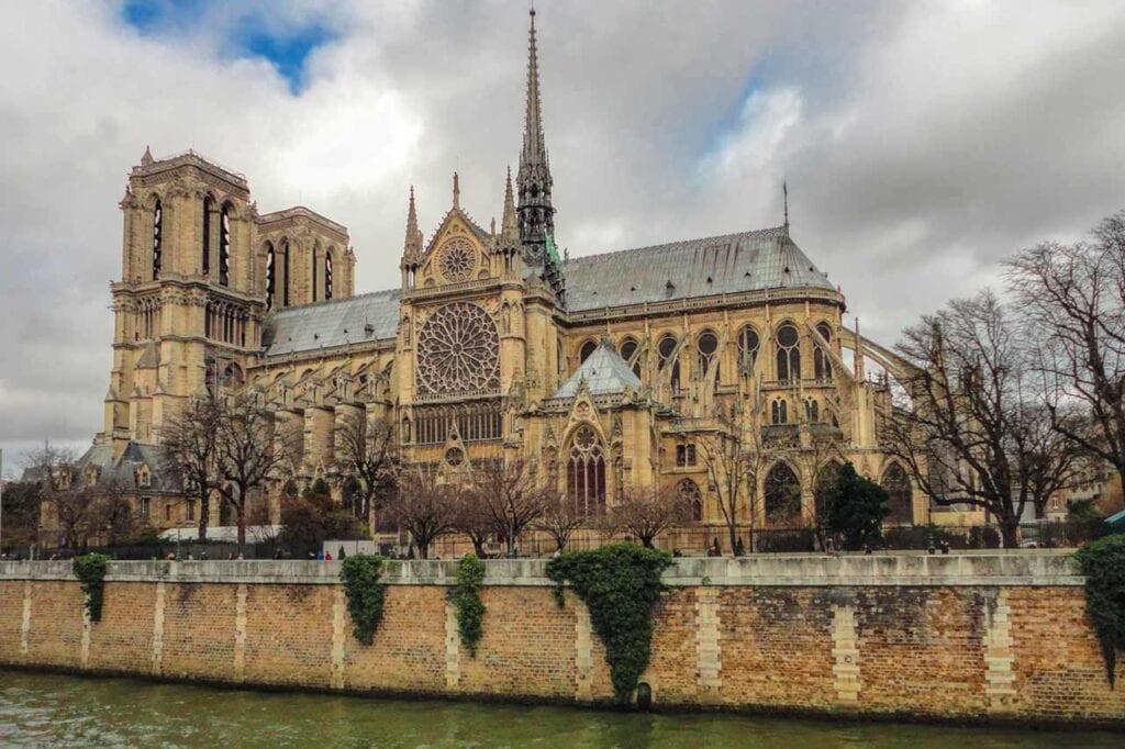 Pontos turísticos de Paris: Notre Dame